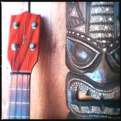 Tiki Tuesday (Odd American) Tags: hipstamatic oggl loftuslens dcfilm tiki ukulele uke