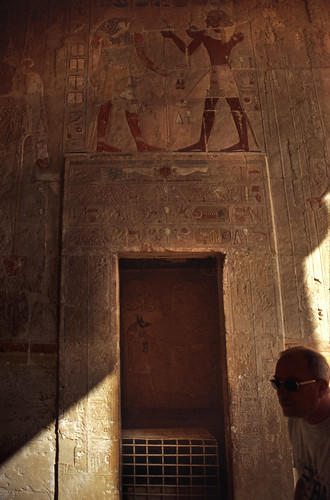 "Ägypten 1999 (443) Theben West: Medinet Habu • <a style=""font-size:0.8em;"" href=""http://www.flickr.com/photos/69570948@N04/29774636251/"" target=""_blank"">View on Flickr</a>"