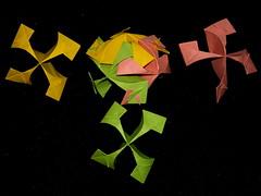 Armored Ball, Toshikazu Kawasaki, partially assembled (Aneta_a) Tags: origami kawasaki modularorigami kusudama toshikazukawasaki octahedralsymmetry simplepaper