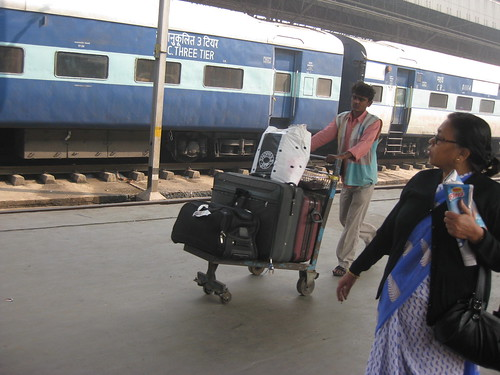 howrah station trolley
