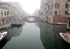 Fog on the Canal (albireo2006) Tags: bridge venice italy mist reflection water fog canal italia day nebbia venezia canale veneto cannaregio riomisericordia riodellamisericordia hccity fondamentadegliormesini fondamentadeiormesini leuropepittoresque fondamentaormesini pontedeiormesini pontedegliormesini