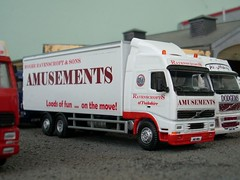 Loads of fun on the move! (quicksilver coaches) Tags: volvo model fairground oo funfair fh diecast 176 ravenscroft fh12 code3 showmans oxforddiecast