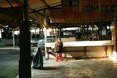 (冰冷熱帶魚) Tags: street film canon eos taiwan snap streetphoto tainan efinitiuxi