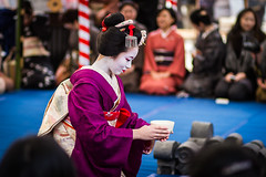 Maiko Satoryu (Laruse Junior) Tags: voyage park trip travel portrait beauty japan canon asian temple kyoto shrine market tea maiko geiko geisha 7d kitano teaceremony parc marché japon sanctuary vacance meiko sanctuaire tenmagu plumblossomfestival kitanotenmagushrine satoryu cérémonieduthéfestivaldelafleurdeprune baikasaifestival