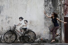 Catch me if you can.... (Rosanna Leung) Tags: street streetart mural georgetown malaysia penang wallpainting     armenianstreet   ernestzacharevic littlechildrenonabicycle
