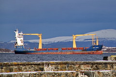 Kontainerskip -|- Asian carrier (erlingsi) Tags: norway norge ship vessel container master noruega symmetrical resting mast skip oc schiff ålesund noorwegen noreg erlingsivertsen symmetrisk oppankret