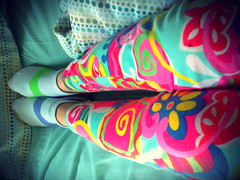 morning, colourful (Fihve) Tags: sleeping socks cores colours pants dormir meias cala