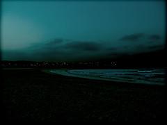 La noche (_Zahira_) Tags: blue sea sky beach azul night clouds lafotodelasemana lights luces noche mar asturias playa olympus cielo nubes nocturna farolas gijon olas ngr e500 ltytr1 holaazul