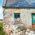 "Shed in Lettermullan <a style=""margin-left:10px; font-size:0.8em;"" href=""http://www.flickr.com/photos/89335711@N00/8595108027/"" target=""_blank"">@flickr</a>"