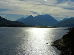 Contre-jour sur le loch Leven (Raymonde Contensous) Tags: ecosse highlands valleedeglencoe loch lac montagne landscape nature paysage voyage ballachulish lochleven