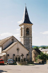 Eglise de Saint-Etienne-du-Valdonnez (eflyfree) Tags: argentique byeflyfree caussenoir dxo france fujicolor200 iso200 nikkormat nikkormatft2 nikon