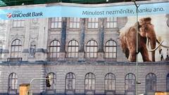 La plus ancienne banque de Prague.... (patrick2211(ex Drozd1)) Tags: républiquetchèque banques humour