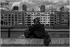 Relax (Matteo Bersani) Tags: relax london londra river thames tamigi ragazza girl woman donna streetphotography bwbwbnblackwhitebianconero sonyalpha a58