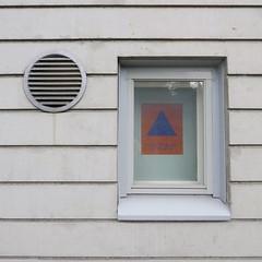 vestnsuoja (neppanen) Tags: sampen discounterintelligence helsinki helsinginkilometritehdas suomi finland piv65 reitti65 pivno65 reittino65 vestnsuoja ikkuna