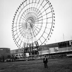 Tokyo (Giacomo Frullani) Tags: hasselblad500 80mm 120 mediumformat ilford delta100 blackandwhite tokyo japan giappone street people portrait odaiba