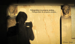 3 ottobre 2010. Atene. Sto di Attalo (adrianaaprati) Tags: ombra fotografare photographing shadow dust orazio poetaromano atene stodiattalo poesia poetry roman poet