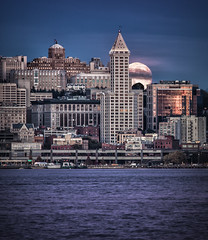 Moon and Smith Tower (Michael Riffle) Tags: ocean seattle sunset sea moon water skyline night canon photography washington cityscape northwest dusk fullmoon clear moonrise pacificnorthwest pugetsound elliottbay smithtower harborview kingcounty