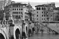 PONTE SANT'ANGELO (Roselyne Calle Mirio) Tags: bridge blackandwhite bw italy rome roma statue europe italia tiber italie travelphotography pontesantangelo olympusep1 roselynecallemirio