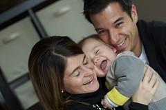 (Carl Vignola) Tags: family famille portrait baby love canon mom kid eyes raw blueeyes mother enfant bb ef50mmf18ii flou t2i