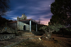 Misa de Seis (raul_lg) Tags: sky tree church night canon stars arbol noche spain iglesia cielo nubes orion estrellas nocturna couds castillalamancha largaesposicion canon1635 5dmarkii raullg ledlensert7