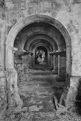 Roman arches / Arcos romanos (Luis DLF) Tags: arch arco roman romano bath termas terms baths uk water termal termales stone piedra museum geothermic fisura