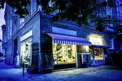 961_LeiS03 (pgbern) Tags: 2012 datum farbe geschft jahreszeit mnchen ortschaft schaufenster sommer blau