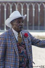Espritu colonial cubano (Moments by Xag) Tags: clsico clasic sombrero elegant elegancia men hombre hat cuba retrato portrait robado candid lahabana nikon d610 16300 tamron xag