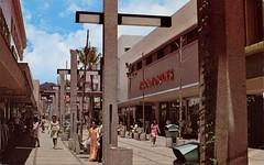 Fort Street Mall, Honolulu, Hawaii (SwellMap) Tags: postcard vintage retro pc chrome 50s 60s sixties fifties roadside midcentury populuxe atomicage nostalgia americana advertising coldwar suburbia consumer babyboomer kitsch spaceage design style googie architecture shop shopping mall plaza