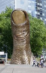 Massive thumb - Cesar's Le Pouce, La Defense (Monceau) Tags: ladfense massive thumb csar lepouce sculpture