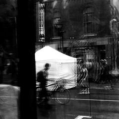 Marcher sous la pluie... (woltarise) Tags: reflections reflets rue
