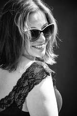 Cuando sale el sol, todo es ms lindo (OneMarie!) Tags: girl smile fun sonrisa retrato portrait sun sunlight nikon d7100 bw bn blancoynegro lace encaje shades light happy feliz felicidad happiness