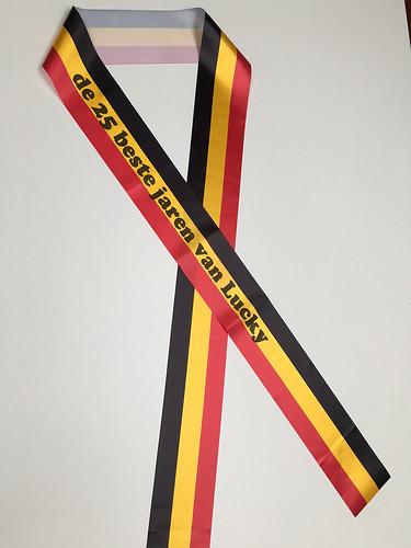 100mm zwart geel rood lint met zwart bedrukt