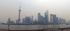 Panorama Pudong im Smog (loitz79) Tags: geotagged china chn geo:lat=3123766638 geo:lon=12148653388 huangpu orientalpearltower panorama pudong shanghai shanghaishi shanghaiworldfinancialcenter smog