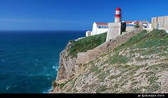 Cabo de So Vicente (H. Eisenreich Foto) Tags: lighthouse southwest portugal de ic cabo nikon rocks europa europe hans cape vicente fels kap algarve so leuchtturm kloster sagres karg felsig sdwest eisenreich mygearandme