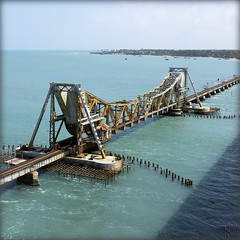 India. Railway between India and Rameswaram... (lalie sorbet) Tags: bridge sea mer india colors train canon square island couleurs railway pont tamilnadu rameswaram inde southindia carr le chemindefer eos60d laliesorbet