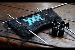 Space Invader | En cours (Zoo*) Tags: blue black gris tricot knitting noir gray spaceinvader knit bleu jacquard