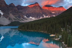 Moraine sunrise (seryani) Tags: trip viaje blue trees summer vacation naturaleza mountain lake holiday canada mountains reflection tree nature water azul forest sunrise canon landscape rockies lago outdoors nationalpark lowlight scenery holidays view outdoor lakes lac august paisaje canoe agosto amanecer bosque alberta reflejo verano vista banff rockymountains montaa overlook viewpoint vacaciones moraine canoa canad 2012 alpenglow banffnationalpark morainelake rocosas canadianrockies parquenacional airelibre canadianrockymountains montaasrocosas canoneos5dmarkii canonef1635f28lii canonef1635 5dmarkii canadarockymountains lagomoraine august2012 summer2012 montaasrocosasdecanad verano2012 agosto2012 vacaciones2012 parquenacionaldebanff