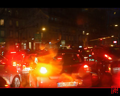Eblouissant ! (mamnic47 - Over 6 millions views.Thks!) Tags: bus bokeh pluie voiture autobus nuit boulognebillancourt hautsdeseine photodenuit gouttesdepluie img5946 effetsdelumires effetslumineux