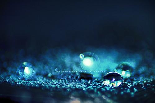 Io goccia a goccia ho un mare dentro me~ (Simonesta~) blue water glitter happy gold drops bokeh blu drop acqua goccia gocce igp happybokehwednesday porporina igpine
