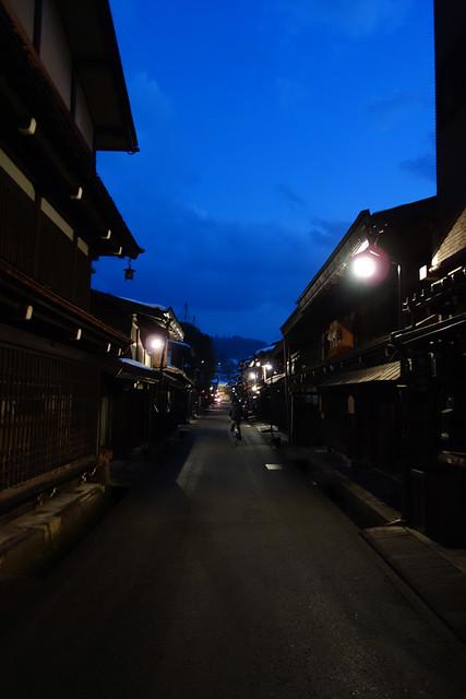夜の飛騨高山古い街並み