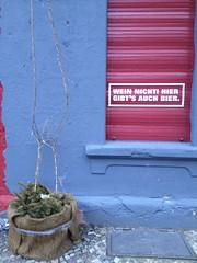 Wein nicht in der Knaackstraße 10435 Berlin - Prenzlauer Berg (thmlamp) Tags: berlin germany deutschland outdoor indoor bier nicht gwb prenzlauerberg wein 10435 inoutdoor guessedberlin берлин knaackstrase erikistderbeste gwbatineb ratenmachtspas 24022013