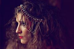(Helena Soler Ruiz) Tags: red portrait woman girl face fashion vintage hair mujer chica moda lips retro indie labios collar mirada pelo jewerly bisuteria joyas neckclace complemetnos