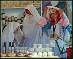 girls of Tafraoute (mhobl) Tags: morocco maroc mädchen marokko tafraoute tracht marokkanischekleiderundschmuck hingebröselt