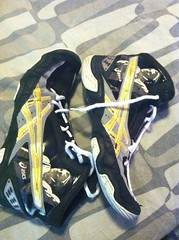 (MN Wrestler 2042 (612-799-1559)) Tags: black gold shoes wrestling 11 size asics limited edition rare caels