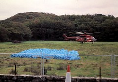 Y rhwydi yn barod a`r hofrenydd. The nets ready and the helicopter. (Martin Pritchard) Tags: rock colin wales for jones countryside rocks engineering cargo helicopter council nets tremadog
