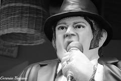 Singer (Geba22) Tags: singer cantante maldonado uruguay piriapolis outdoors outdoor monocromatico monocromo blackandwhite byn music musica hat sombrero escultura maniqui retrato portrait