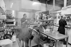 Dans-les-cuisines-2... (RS...) Tags: cuisines restaurant arles lesfillesdu16 d800 noiretblanc blackandwhite