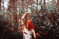 ngela (PetterZenrod) Tags: girl portrait portraitphotography forest red redhead cute sweet bosque retrato petterzenrod sigma 30mm f14 canon 60d pelirroja ngela lana wool