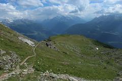 vue arrire (bulbocode909) Tags: valais suisse rarogne montagnes nature sentiers paysages nuages vert bleu brume