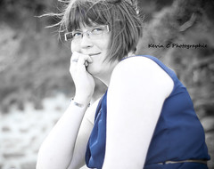 Un regard (Kevin C Photographie) Tags: girl girls femme rousse redhead plage 50mm nikon beach sun sexy joli jolie belle frekkles rousseurs